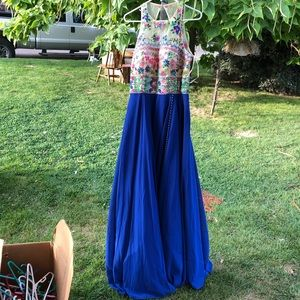 Flora embroidery blue prom dress. Size 10/11